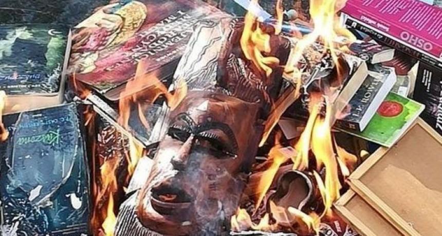 Polonia: sacerdotes quemaron libros de Harry Potter por