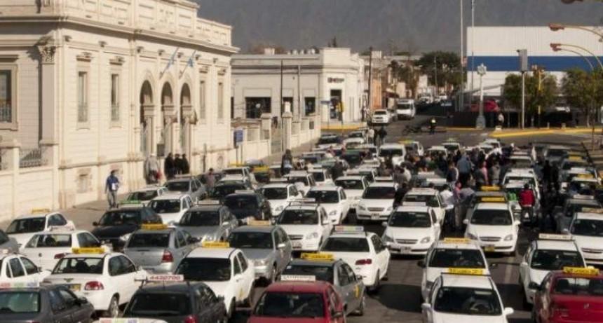 Taxistas y remiseros en alerta