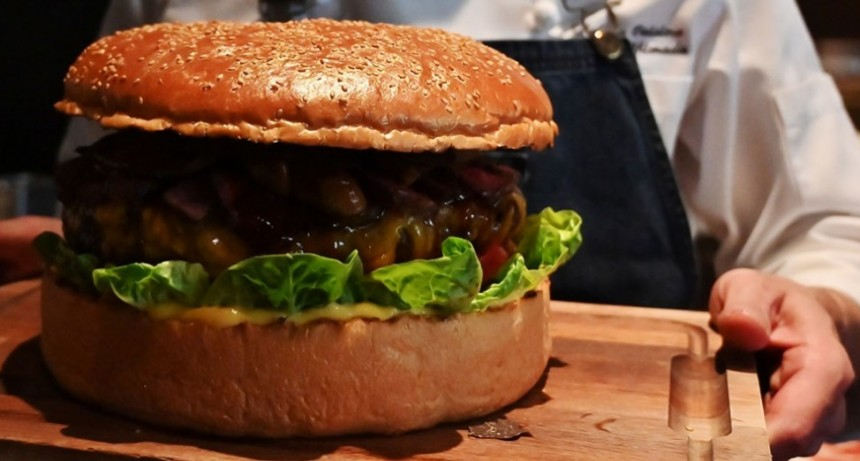 Qué ingredientes tiene la exclusiva hamburguesa japonesa que se vende por 900 dólares