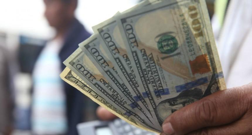 Dólar a $ 44,90 y riesgo país récord en la gestión de Macri