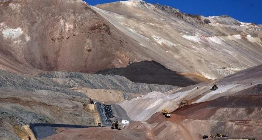 En un operativo inédito, sacan del país 100 toneladas de mercurio de Veladero