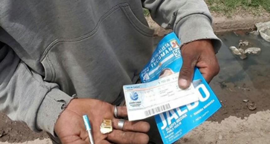 """Denuncian que repartieron votos con dosis de """"paco"""" y vales de comida"""