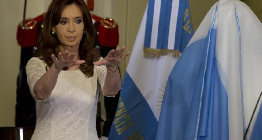 Cristina explicó por qué no le entregó la banda a Macri: Era un acto de rendición