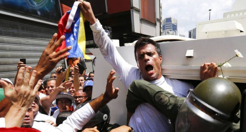 Leopoldo López: He sido liberado por militares a la orden Juan Guaidó