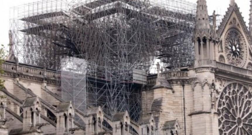 Notre Dame quedó muy frágil y no resistiría un viento de 90 km por hora