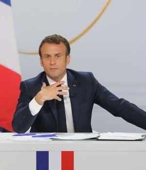 Macron bajará impuestos y subirá jubilaciones