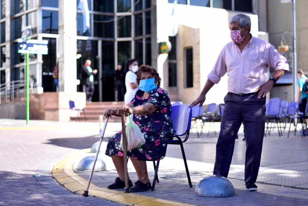 Jubilados percibieron sus haberes con una atención especial