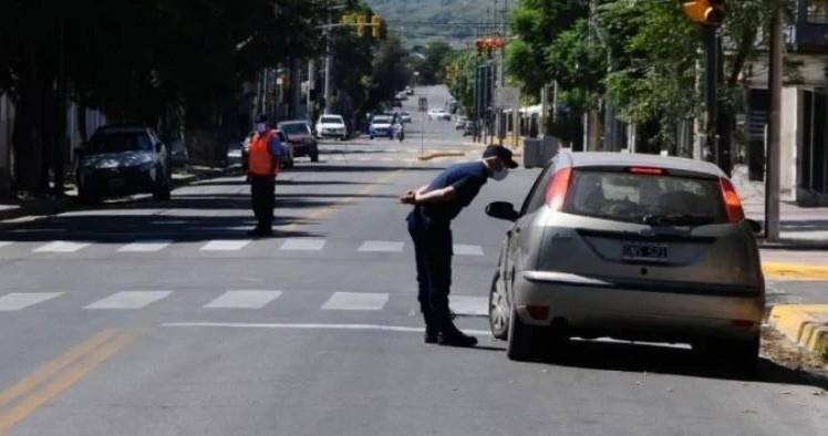 Detienen a 90 personas por violar la cuarentena en Capital e interior provincial