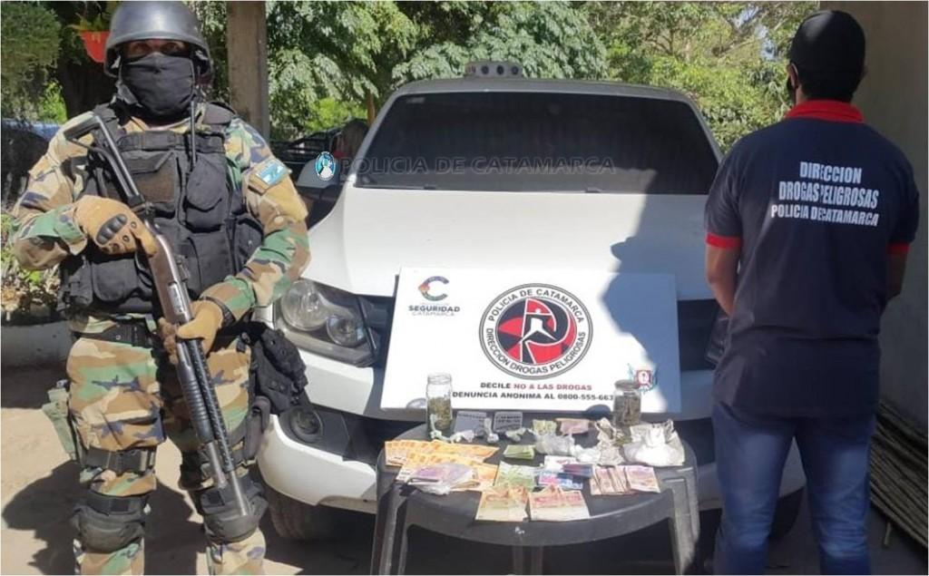 Marihuana, Cocaína, mas de Medio Millón de pesos y Tres Detenidos en Operativo Policial