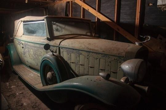 Descubren valiosos autos fabricados antes de la II Guerra Mundial en un granero de Texas