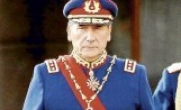 Chile: Crece presión para que general Fuente-Alba aclare origen de patrimonio