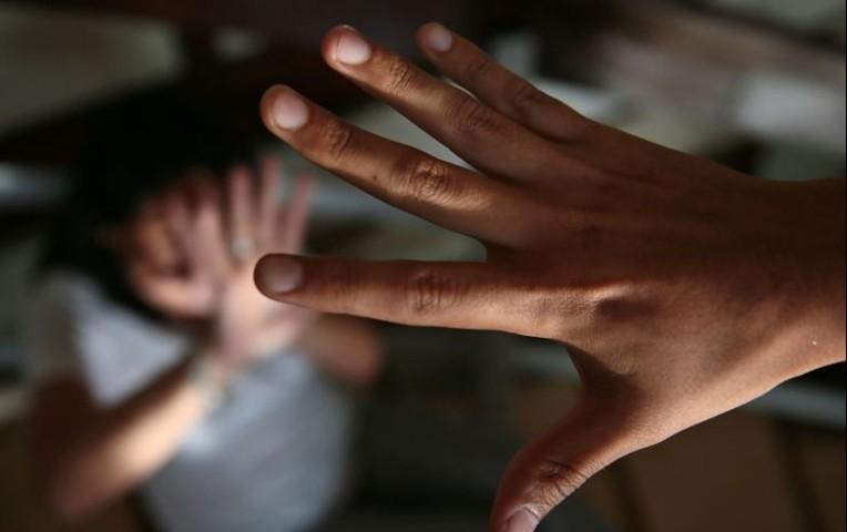 Su Padrasto abusaba de ella la madre lo sabia y decidio huir de la casa