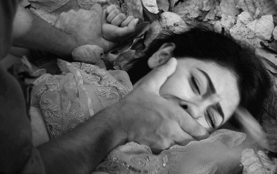 Cansada de ser violada por su padrastro y los hermanos de éste, una menor huyó al monte