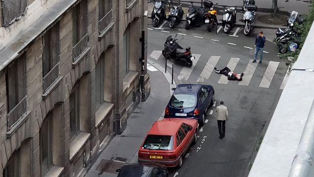 Loco cuchillero siembra el terror frente a la Opera de París