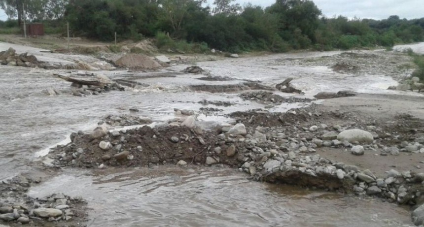 Se cortó el paso por la ruta provincial Nº 21 por Crecida del Rio Manantiales
