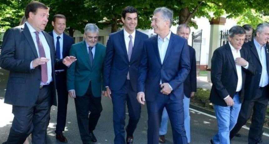 Vuelta al FMI: Convocaron a gobernadores peronistas para reunirse con Macri