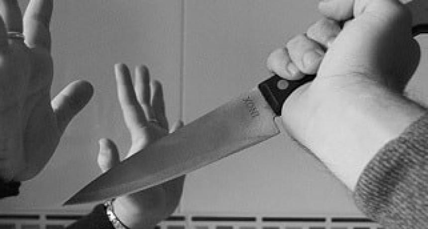 Abuelo fue amenazado con un cuchillo ,le robaron las zapatillas y 40 pesos