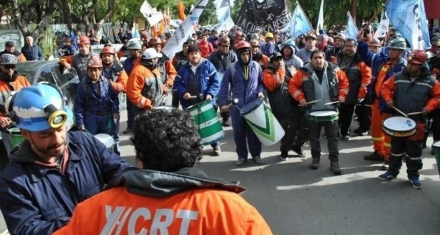 Emoción en Río Turbio por la reincorporación de los despedidos