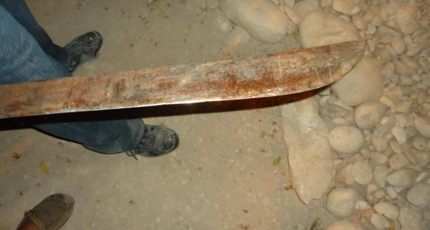 Esta GRAVE: Policía intervino en un pleito vecinal y lo atacaron a machetazos