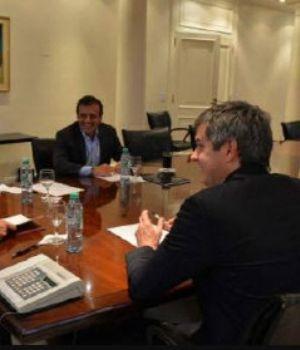 Macri, entre el dólar, la gente y las elecciones