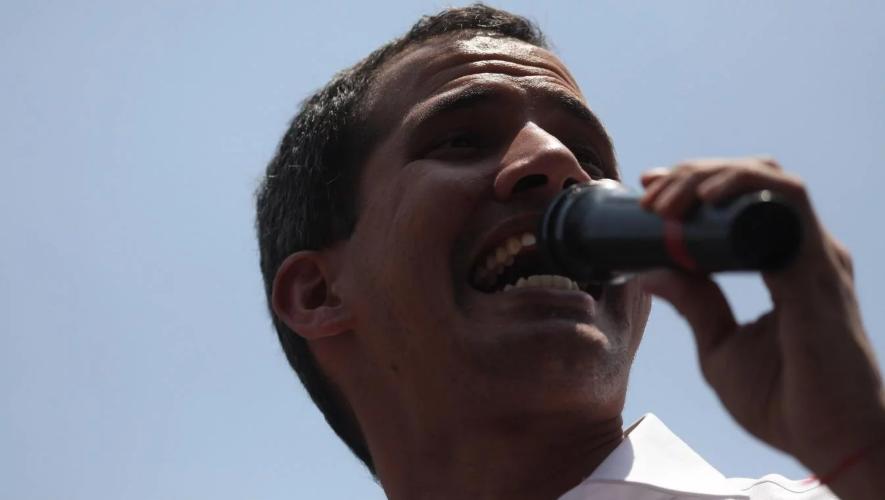 Juan Guaidó llamó a movilizarse hacia unidades militares de toda Venezuela