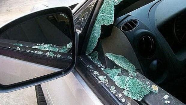 Demoran a dos adolescentes que destrozaron un auto