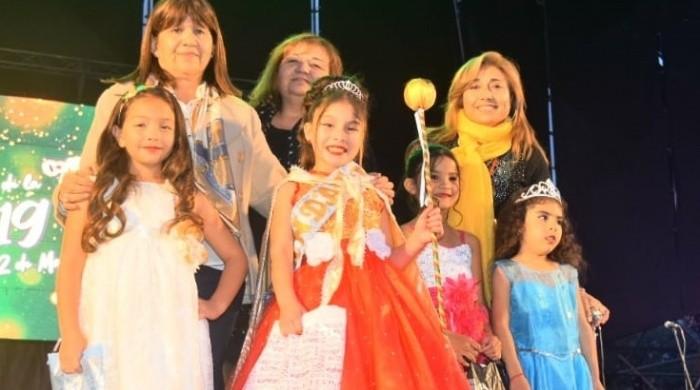 Priscila Vera fue coronada como la Reinita de la Fiesta de la Mandarina