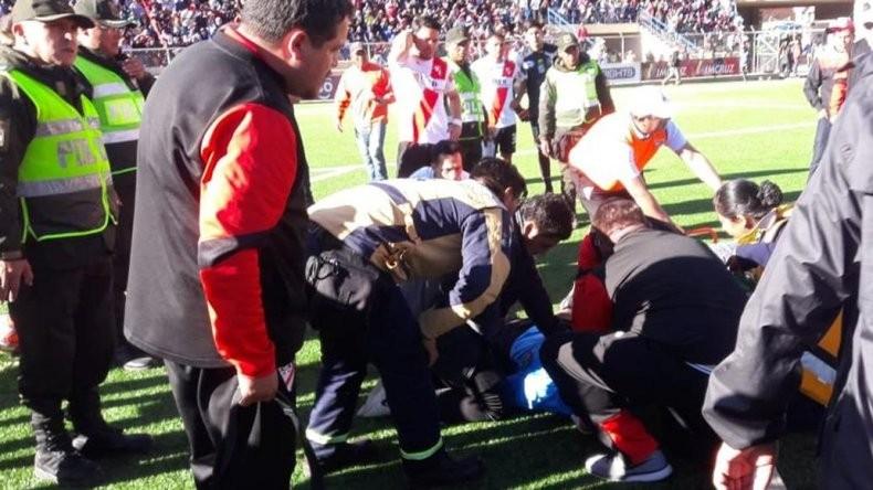 Conmoción en Bolivia: el momento en el que murió un árbitro en pleno partido