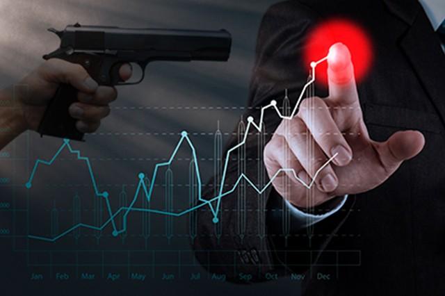 Un robo con arma y cinco arrebatos callejeros en la ciudad
