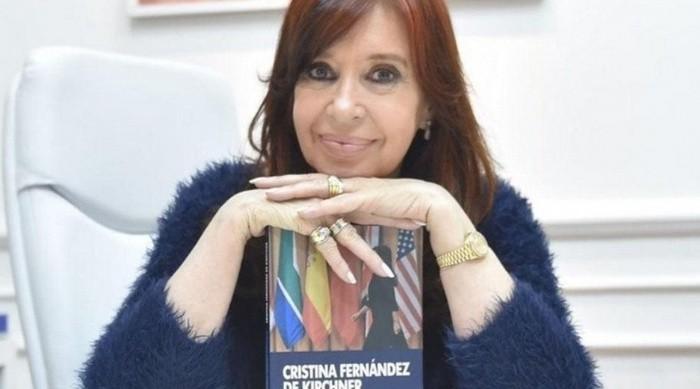 Cristina lanza su segundo libro y reedita un tercero