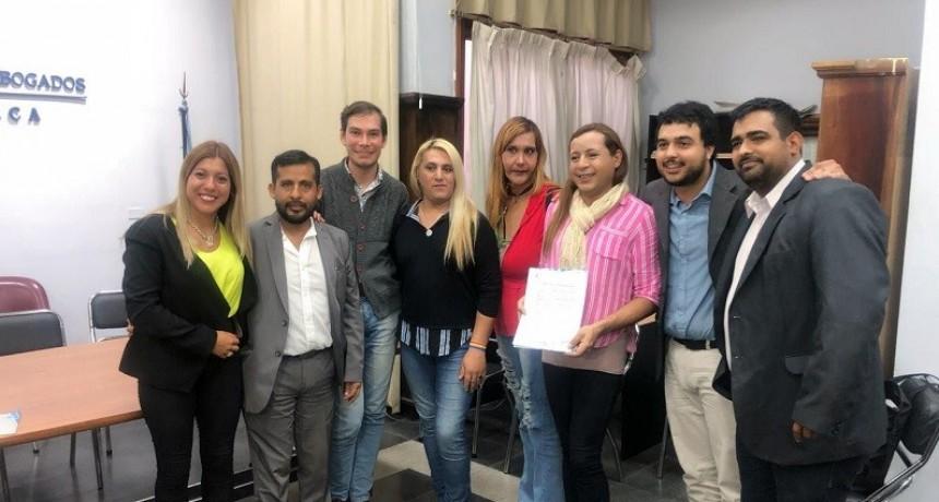 Firman convenio para mejorar la situación social del colectivo LGBT