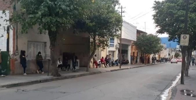 IFE: Colas interminables en el correo para cobrar el bono de 10 mil pesos
