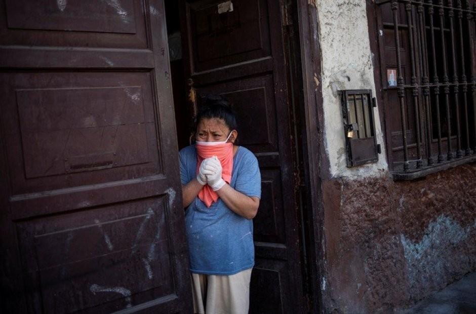 Perú: el virus se dispara, la gente muere en sus casas y contratan a venezolanos para ir a buscar los cuerpos