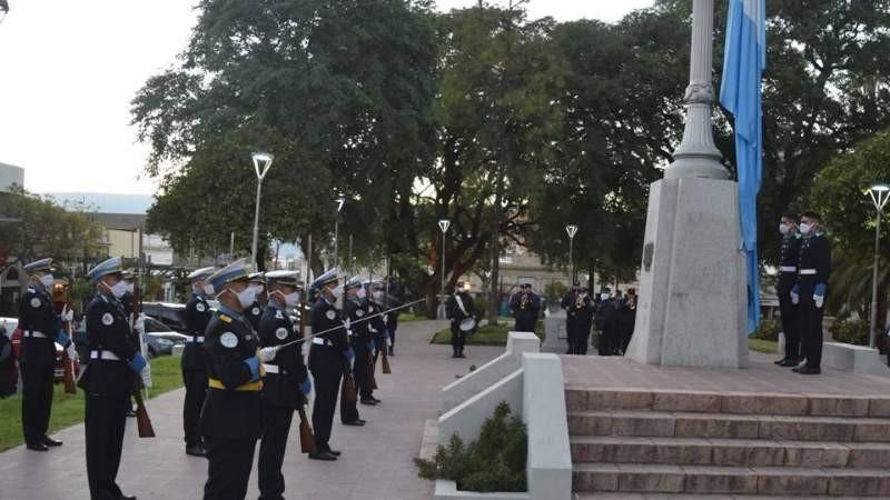 La Policía conmemoró los 210 años de la Revolución de Mayo