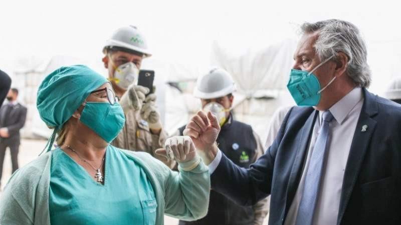 Médicos y personal de salud aún esperan el bono de 5 mil pesos que prometió Fernández