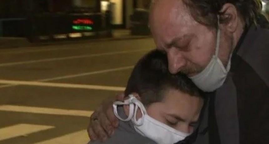 Recibió una avalancha de donaciones tras quedarse en la calle en plena cuarentena con su hijo y sin trabajo