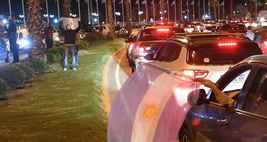 Coronavirus: caravana de autos en Tigre en contra de la cuarentena