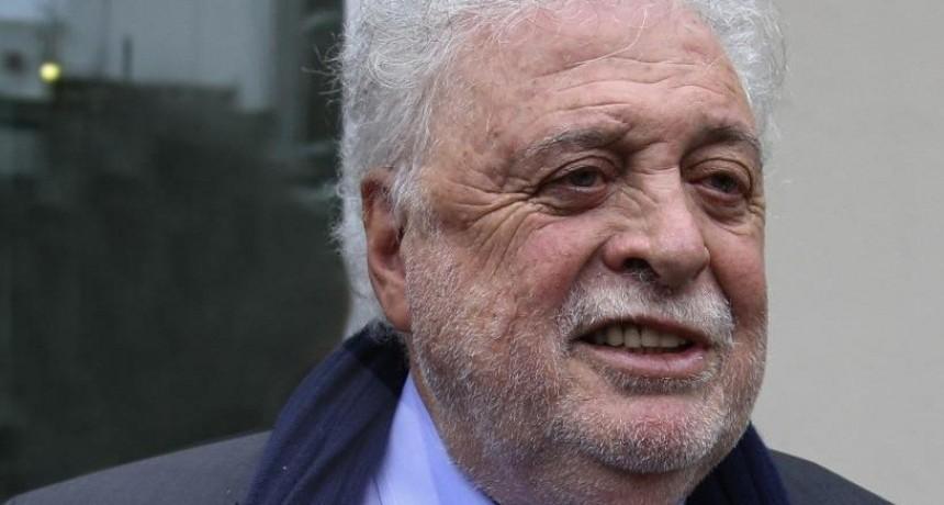 Ginés González García fue internado en una clínica privada y se quedará en observación hasta el jueves