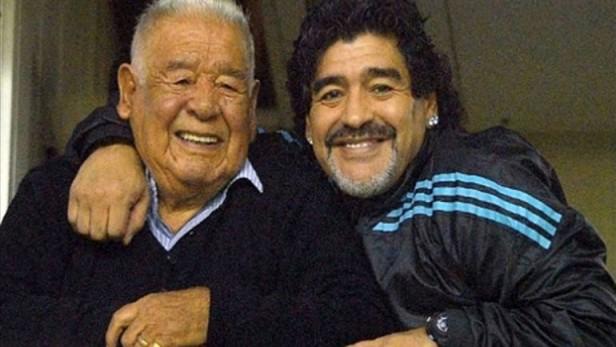 Don Diego internado Maradona adelantó su viaje a la Argentina