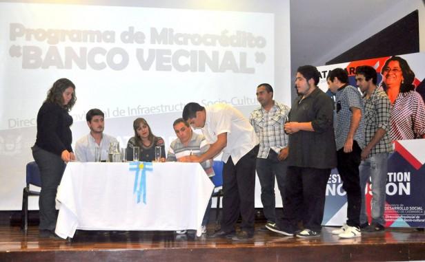 Banco Vecinal entregó aportes a 18 grupos cooperativos