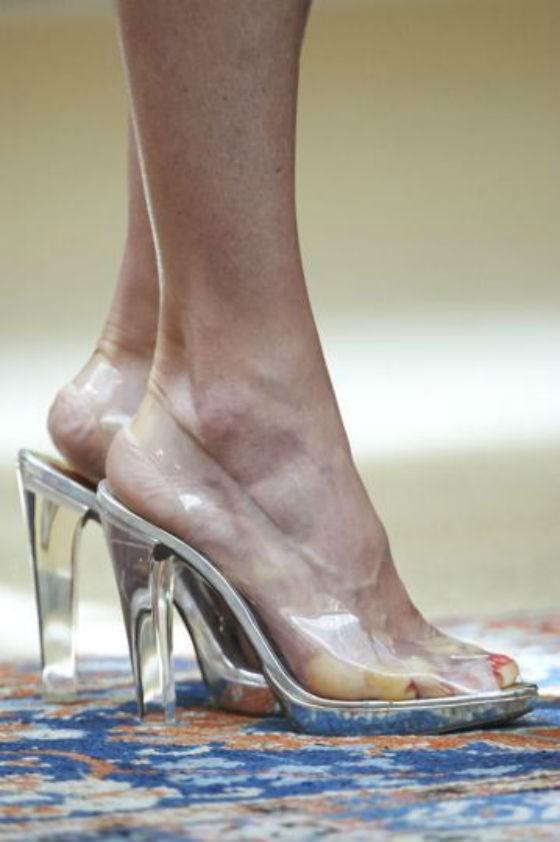 los Zapatitos me Aprietan...Mirá los dedos de la reina en los zapatos de Cenicienta