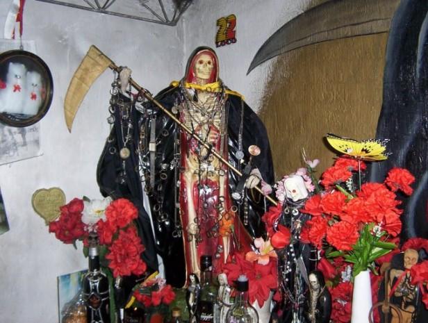 ROSARIO: Encuentran muerto a un Joven en un santuario de San La Muerte