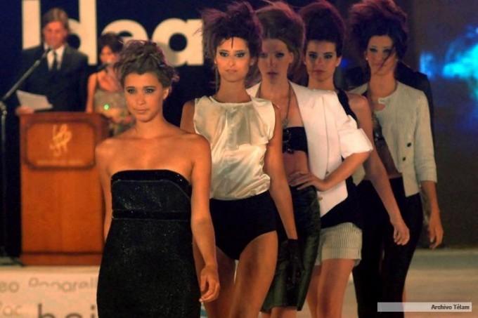 Buscan prohibir la difusión de imágenes de extrema delgadez en la moda