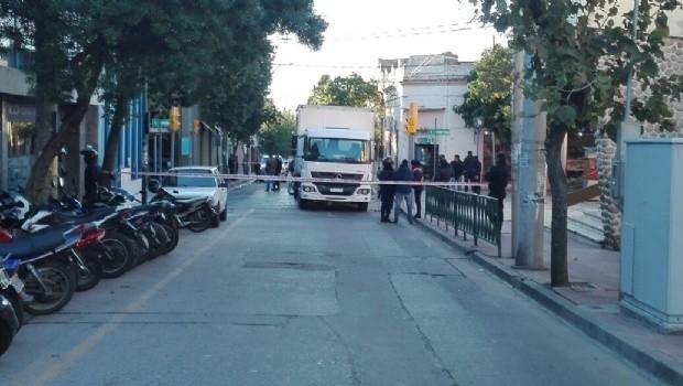 Urgente: Murió una mujer tras ser atropellada por un camión en pleno centro