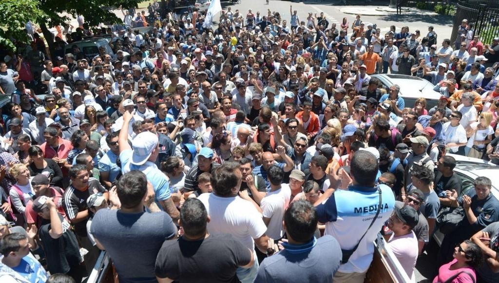 11 detenidos y un herido por un tiroteo entre sindicalistas