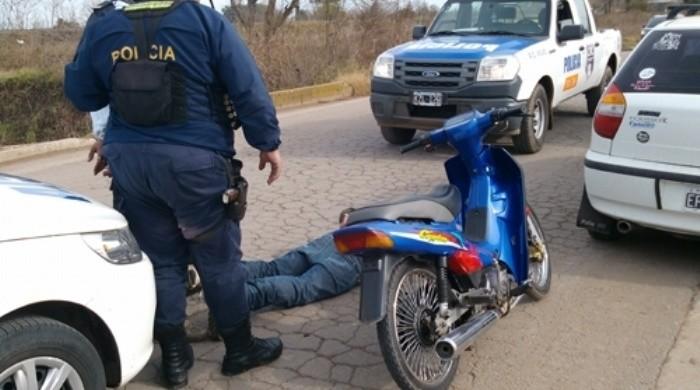 Secuestran droga y dos motos