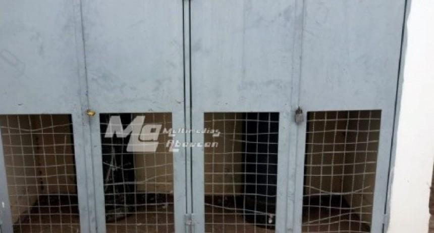 Delincuentes se llevaron los tubos de Gas de una escuela
