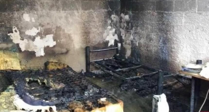 Rescatan a una niña mientras se incendiaba la habitación donde jugaba
