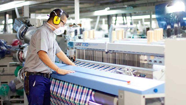 Cae actividad industrial tras trece meses de alzas