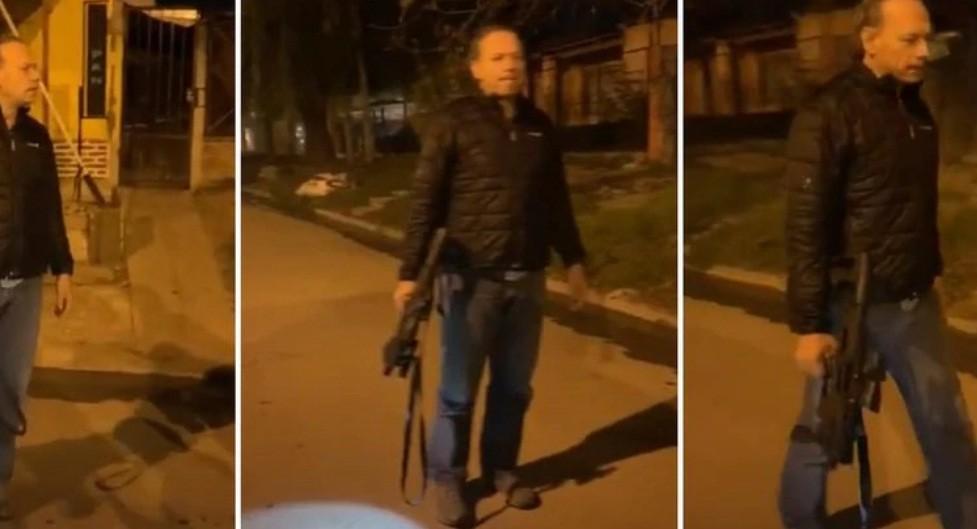 Polémica por un video de Sergio Berni con fusil en mano en el operativo por el asesinato del gendarme